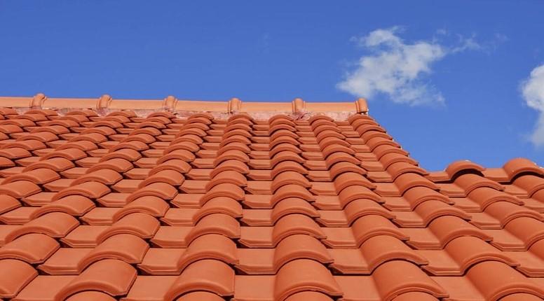 bien entretenir sa toiture - spécialiste gouttières à Niort