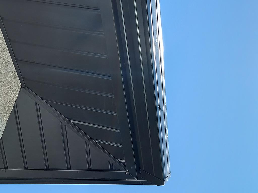 Habillage et avancée de toit en zinc